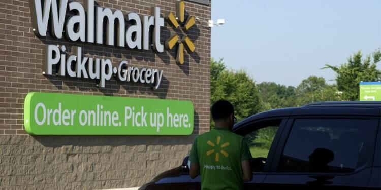 Wal-Mart rate le consensus et abaisse ses prévisions