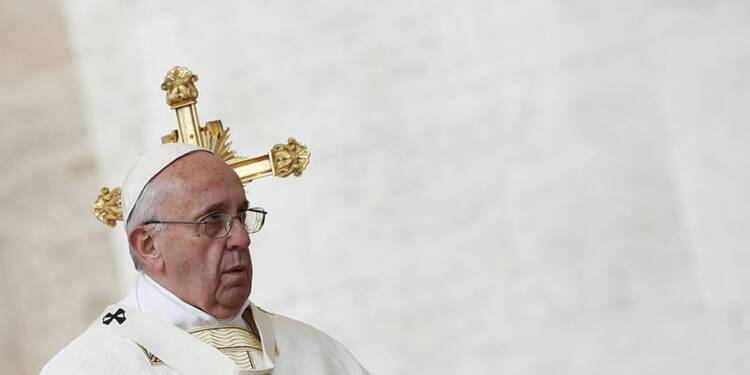 """Le pape prône une """"saine décentralisation"""" dans l'Eglise"""