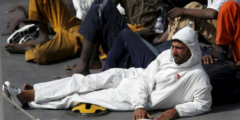 Deux hommes inculpés en Sicile après le naufrage de dimanche