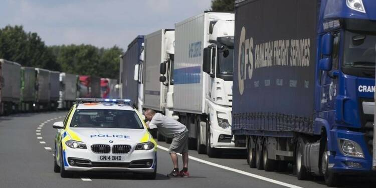 David Cameron annonce des mesures pour aider la France à Calais