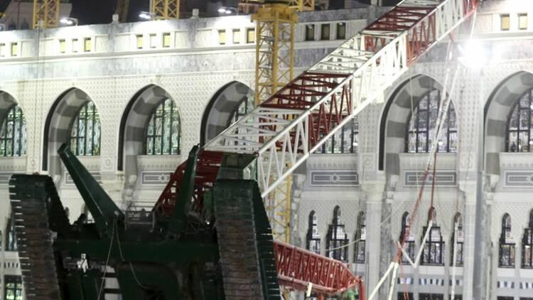 Une grue chute à La Mecque en raison du vent, plus de 100 morts