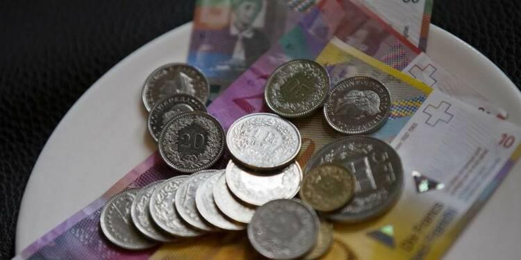 La politique monétaire de la Suisse inchangée, le franc monte