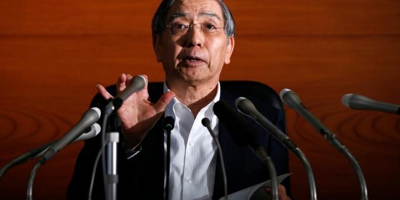 La Banque du Japon maintient sa politique et ajuste sa prévision de PIB