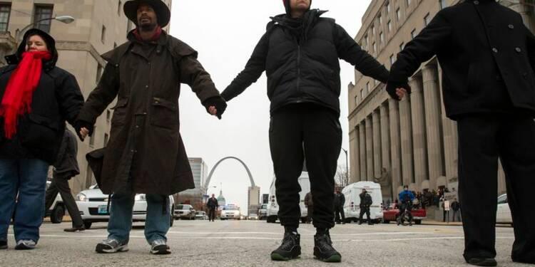 Moins de violences à Ferguson, la mobilisation s'étend