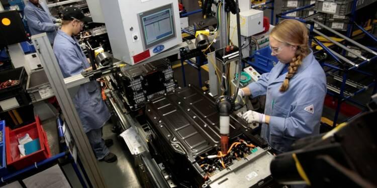 Le secteur manufacturier américain croît, mais plus lentement