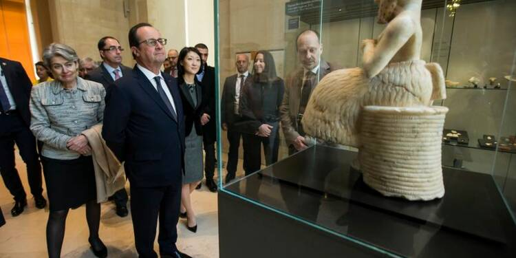 Hollande au Louvre après les pillages en Irak et en Syrie