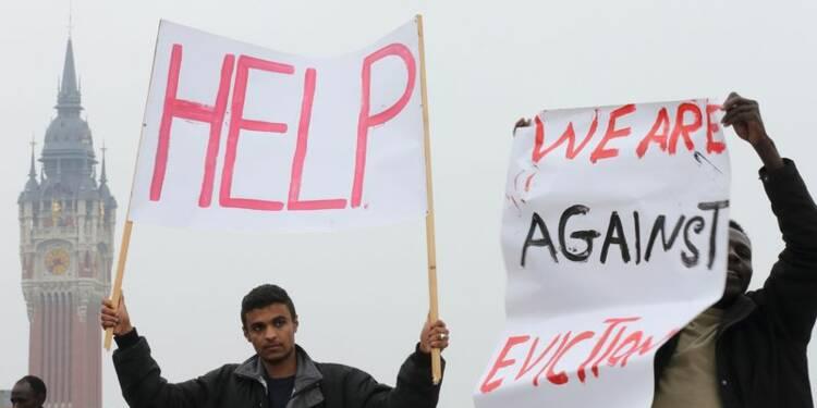 Des migrants manifestent à Calais pour obtenir des droits