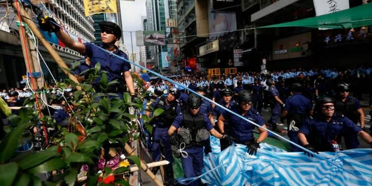 La police évacue un campement de manifestants à Hong Kong