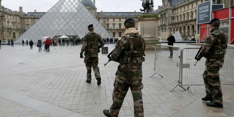 Hollande veut améliorer les dispositifs de sécurité, dit Sarkozy
