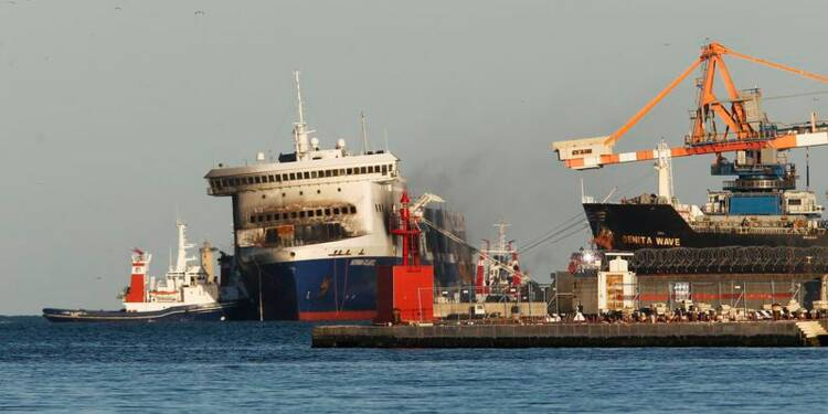 Le ferry Norman Atlantic arrive dans le port de Brindisi