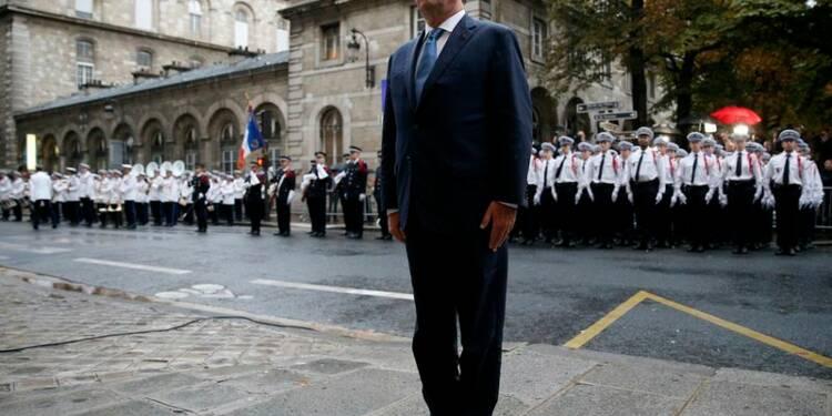 Hollande défend sa politique après le départ de Montebourg