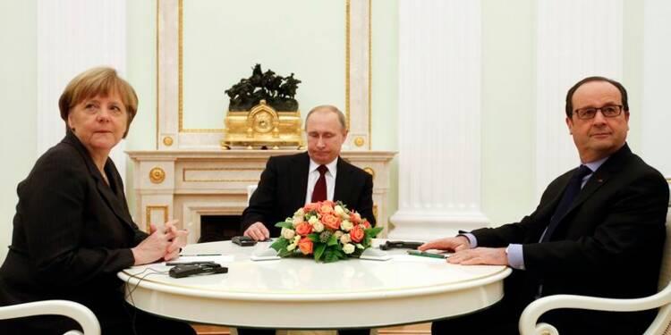 Ukraine: Hollande et Merkel poursuivent leur initiative de paix