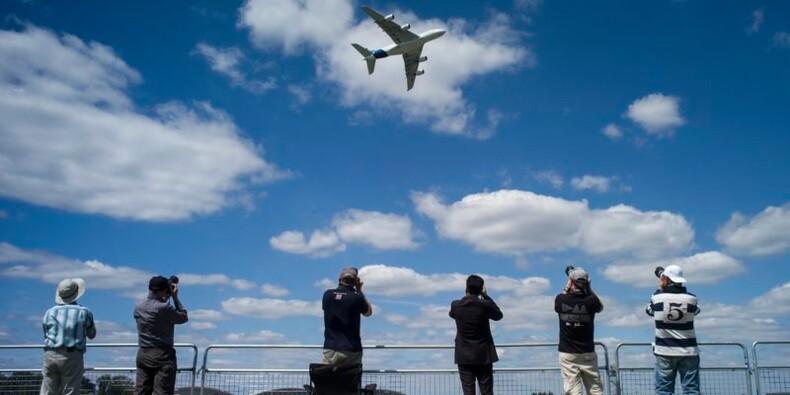 Airbus et Boeing dépassent les 100 milliards de dollars de commandes à Farnborough