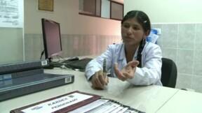 Nancy, une des premières indigènes boliviennes future médecin