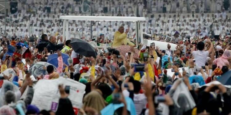 Devant une foule record à Manille, le pape défend l'enfance