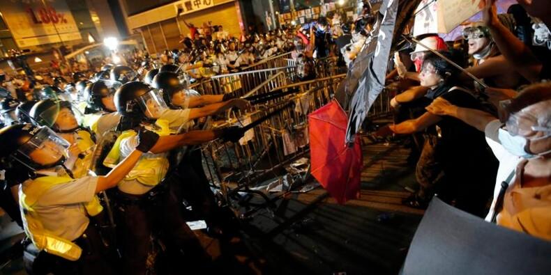 Heurts violents dans le quartier de Mong Kok à Hong Kong