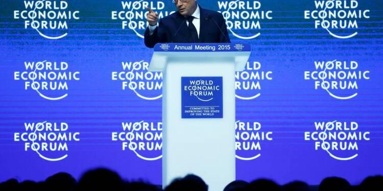 La France agit pour réduire ses handicaps, dit Hollande à Davos