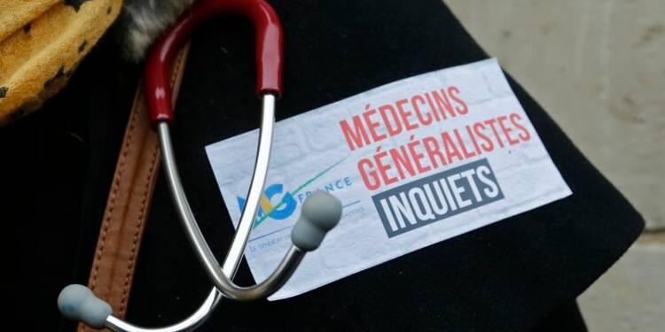 Les médecins poursuivent leur mouvement contre la loi Touraine