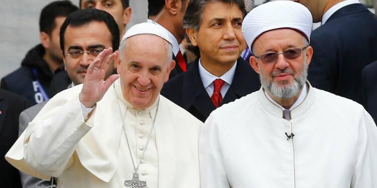 Le pape a prié dans la Mosquée bleue d'Istanbul
