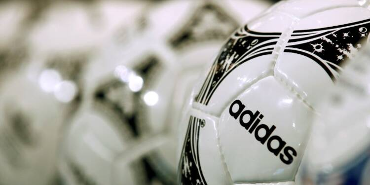 Le chiffre d'affaires d'Adidas dépasse les attentes en 2014