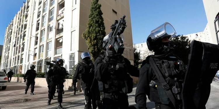 Manuel Valls à Marseille, où la police essuie des coups de feu