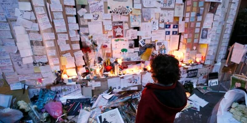 """Charlie Hebdo """"vit et vivra"""", dit François Hollande"""