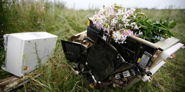 Les boîtes noires du vol MH17 retrouvées sur le lieu du crash