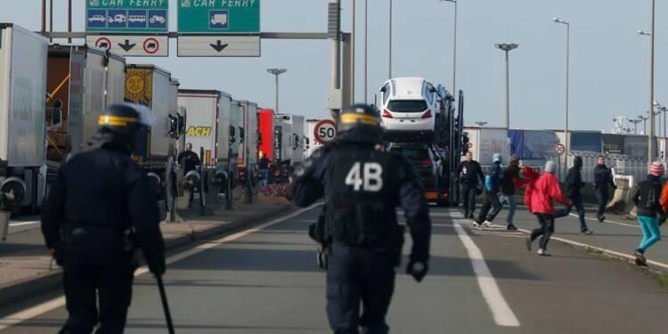 Nouveaux affrontements entre migrants et policiers à Calais