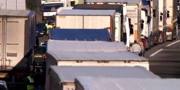 Blocages routiers avant des négociations salariales