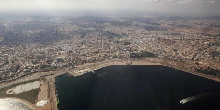 Paris ferme son ambassade en Libye, évacue ses ressortissants