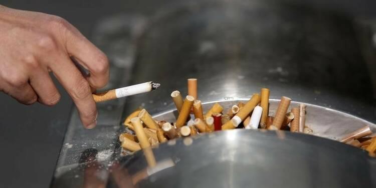 Un fabricant de tabac condamné à payer 23 milliards de dollars à la veuve d'un fumeur