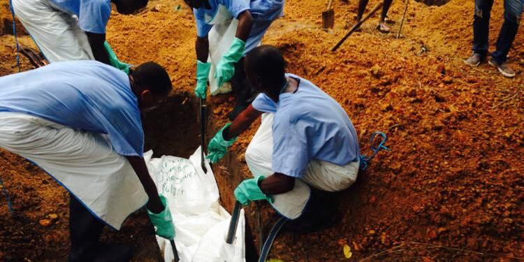 Le nombre de victimes du virus Ebola grimpe à 932, selon l'OMS