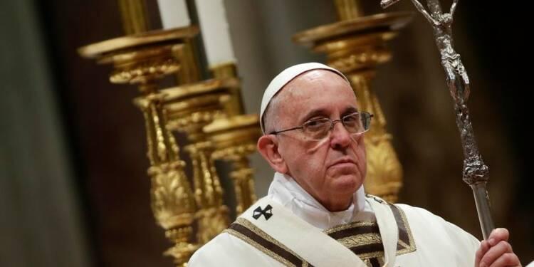 """Le pape François appelle à combattre """"ténèbres et corruption"""""""