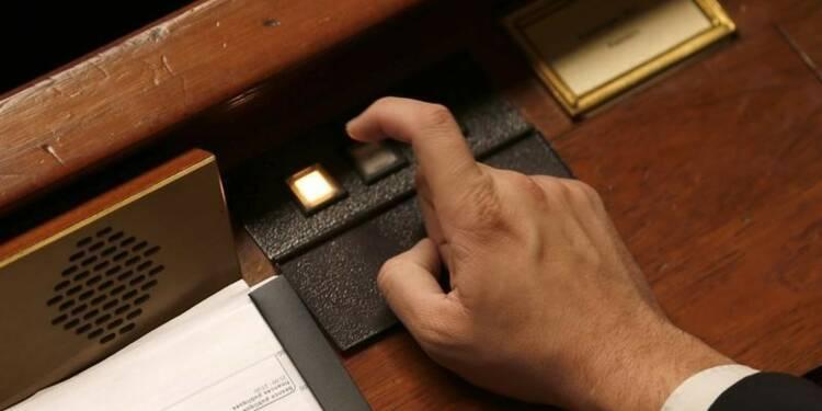 """La partie recettes du budget adoptée, abstention des """"frondeurs"""""""
