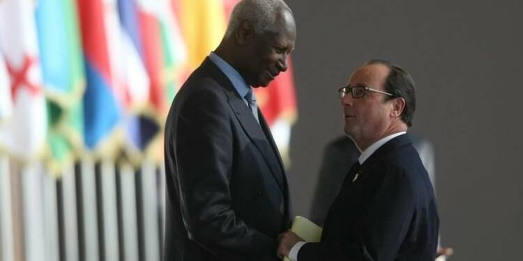 Hollande salue les transitions de Tunisie et du Burkina Faso
