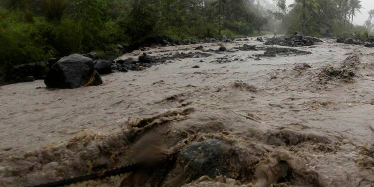 Le typhon Hagupit balaie les Philippines