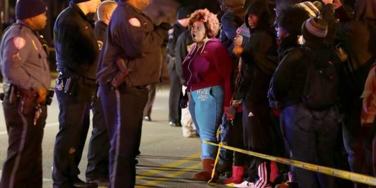 Un adolescent noir tué par la police près de Ferguson