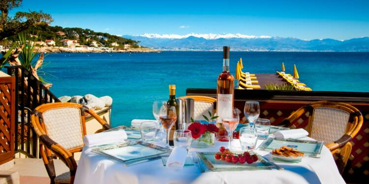 Les plages et les tables de la Riviera où se font les affaires