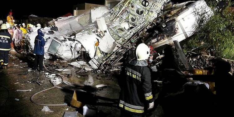 Un avion s'écrase à l'atterrissage à Taiwan, 47 morts