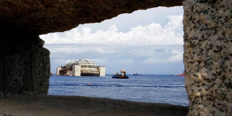 Mobilisation en Corse contre le remorquage du Costa Concordia