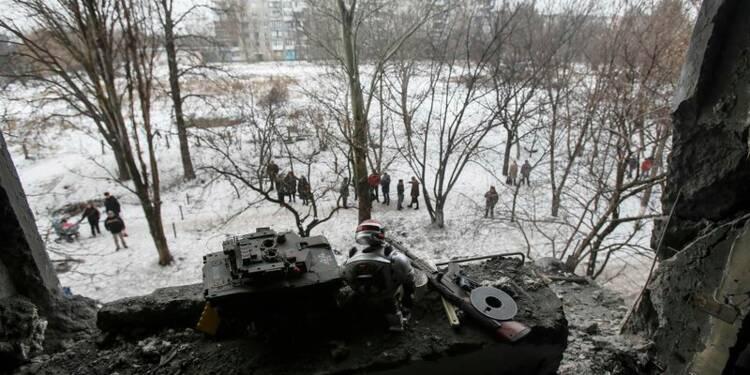 """Kiev accuse les rebelles de violer la """"journée du silence"""""""