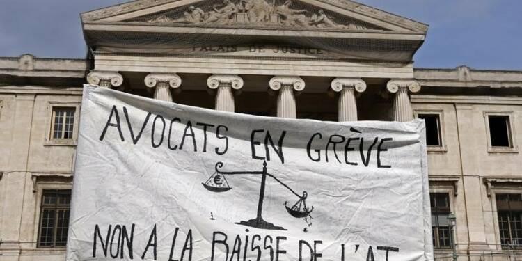 Les avocats dans la rue pour l'aide juridictionnelle