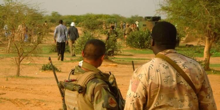 Drapeaux en berne trois jours pour les morts du vol d'Air Algérie