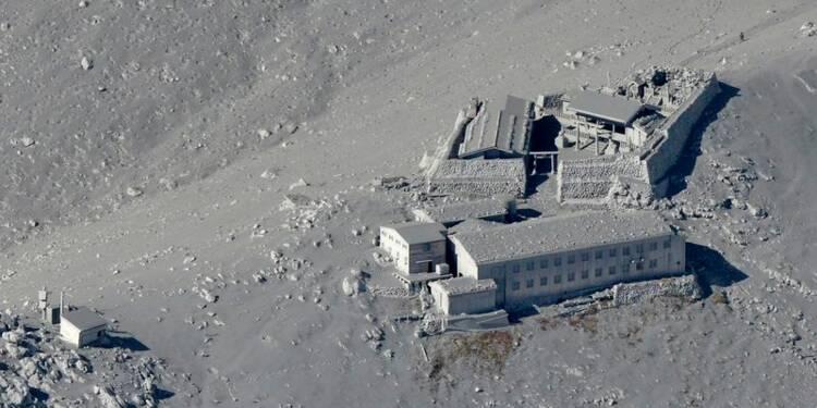 Eruption volcanique au Japon, un mort, une trentaine de blessés