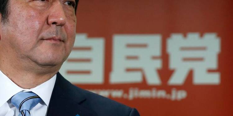 Le Premier ministre japonais Shinzo Abe remporte les législatives