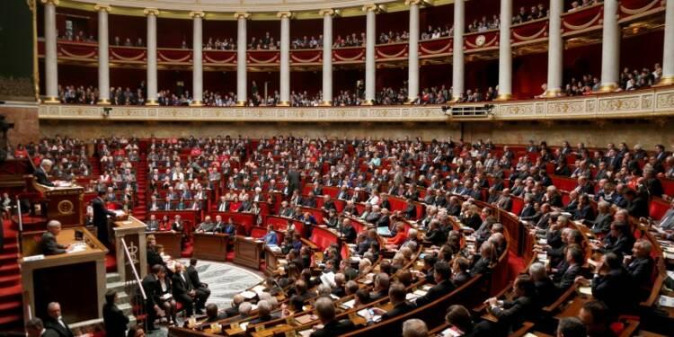 Plus de 200 députés socialistes appellent à soutenir Hollande