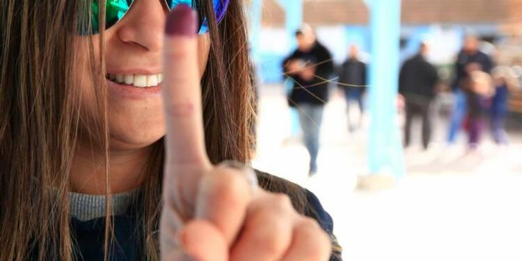 Les Tunisiens aux urnes pour parachever la transition