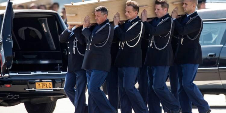 Les premiers corps des victimes du MH17 rapatriés aux Pays-Bas