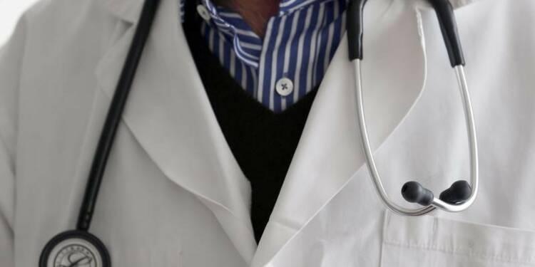 Manuel Valls tente d'apaiser les médecins sur la loi santé