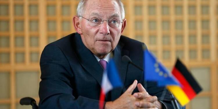 Schäuble salue l'action du gouvernement français devant le Medef